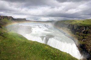 Gulfoss-IJsland-Ondergedompeld en vrij